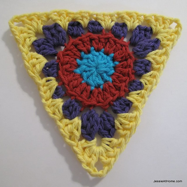 circle-to-triangle-bunting-round-four