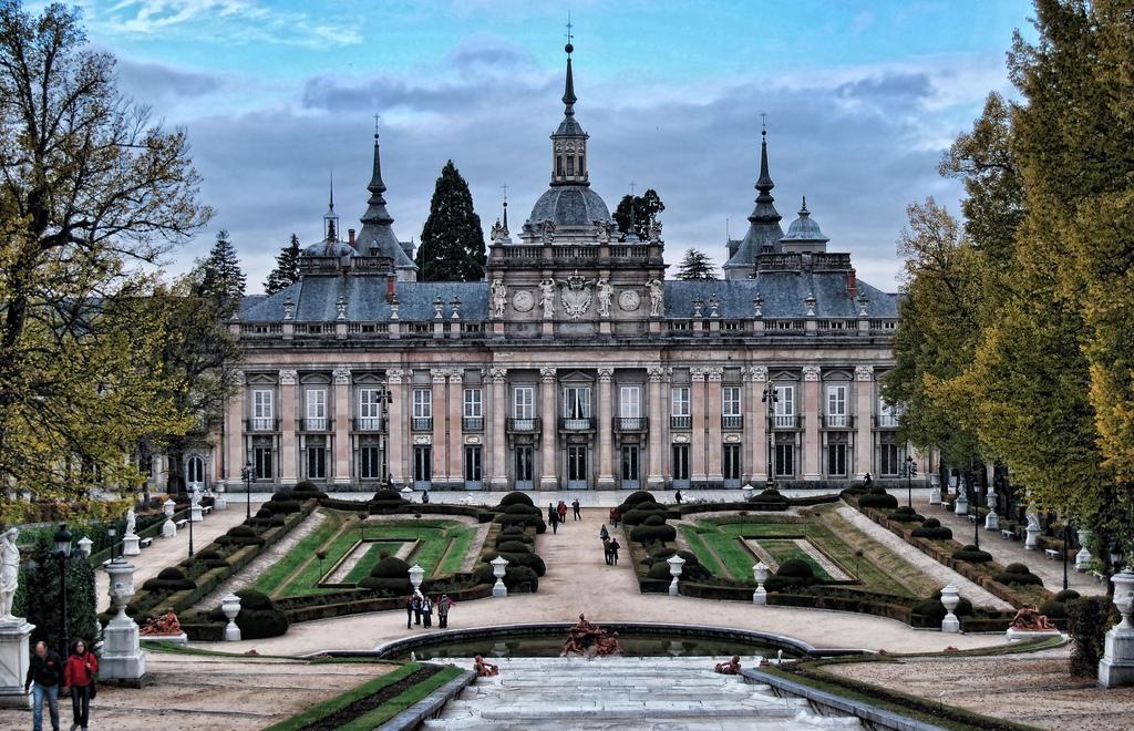 2. Impresionante fachada principal del palacio. Autor, Katharsia