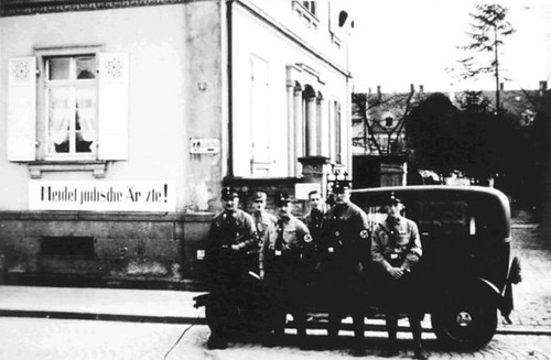 German stormtroopers next to a building labelled as belonging to Jewish physicians