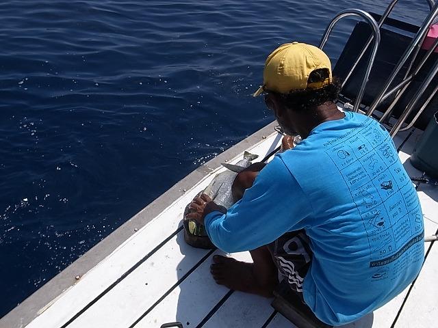 <p>i)船上でお料理</p>