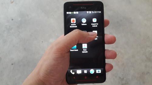 จับๆ ถือๆ HTC Butterfly S ไว้ในมือ