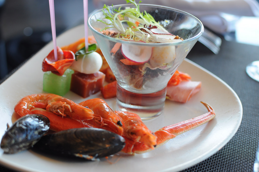 总是最受欢迎的海鲜吧.小龙虾啦,虾啦,蟹啦,青口啦,蚝啦.