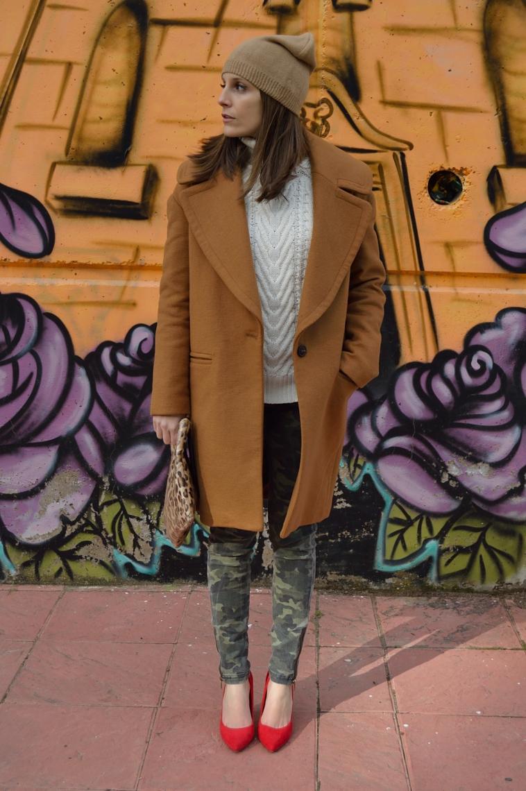 lara-vazquez-madlula-style-brown-coat-red-heels