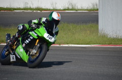 stunt performer(0.0), stunt(0.0), automobile(1.0), superbike racing(1.0), grand prix motorcycle racing(1.0), racing(1.0), vehicle(1.0), sports(1.0), race(1.0), motorcycle(1.0), motorsport(1.0), road racing(1.0), motorcycling(1.0), race track(1.0), isle of man tt(1.0),
