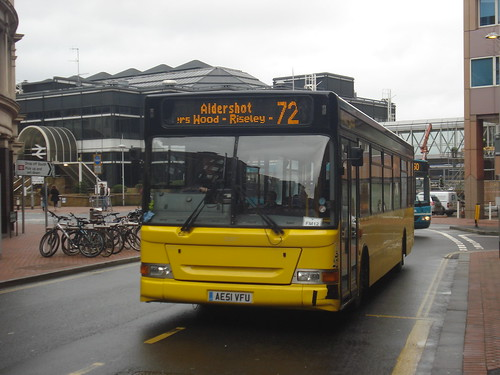Fleet Buzz (Stagecoach) 33307 on Route 72, Reading Station