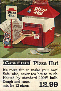 "True Value Hardware Stores :: ""SANTA'S PREVIEW; THE TOY CENTER"" pg.1 of 6 // COLECO 'Pizza Hut' Electric Baking Oven (( 1975 ))"