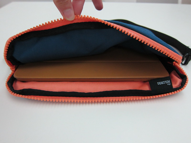 Crumpler Milonas - With iPad Air Inside