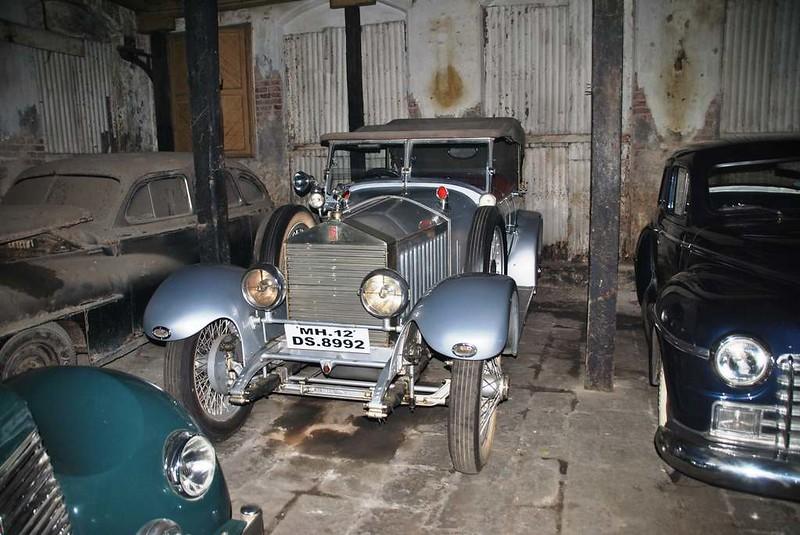 12 coches antiguos en garaje Mumbai (135)