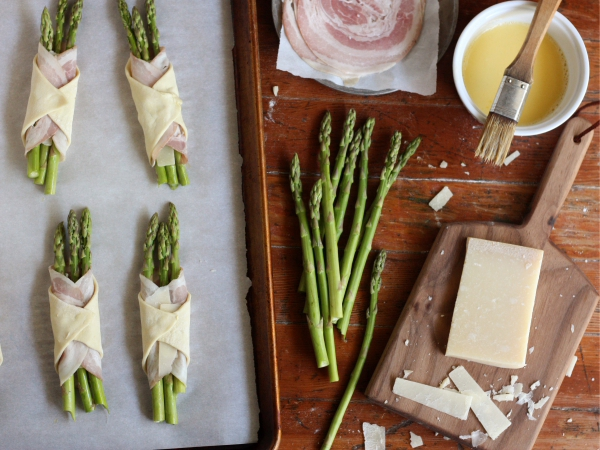 Asparagus, Pancetta and Puff Pastry Bundles from completelydelicious.com
