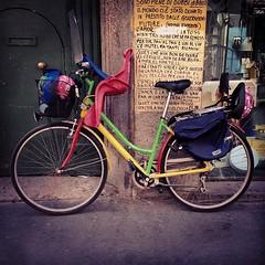 La bici fricchettona di viola in corso di porta ticinese
