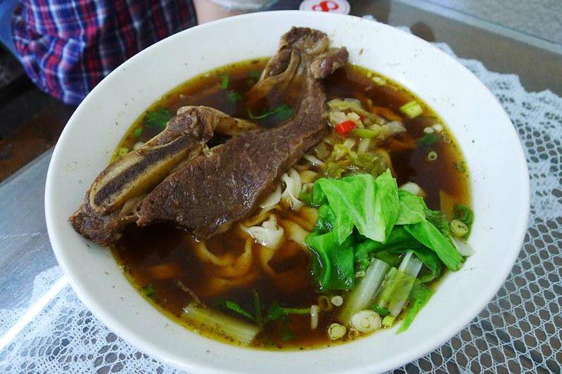 4牛小排牛肉麵 (1)