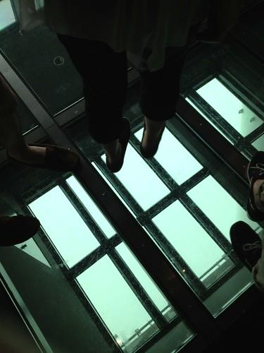 ガラス床 by haruhiko_iyota