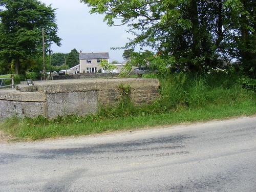 Stondin Laeth, Maes-y-Meillion, Dihewyd