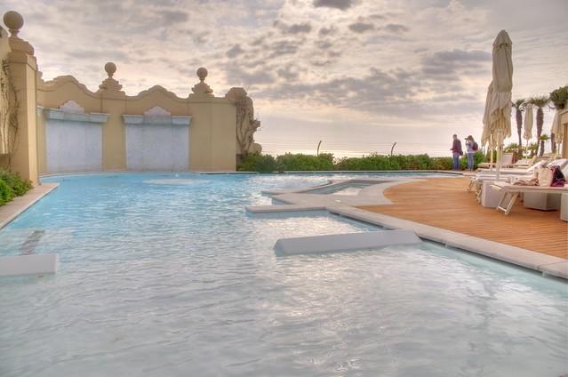 Viareggio - la piscina sul tetto dell'Hotel Principe di Piemonte - HDR