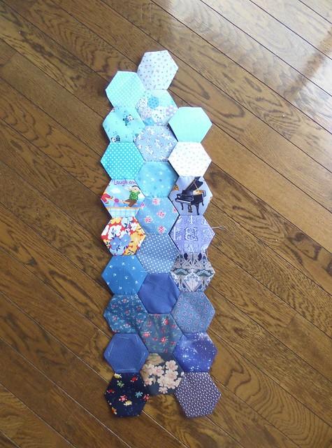 Blue hexagon pacthwork - start