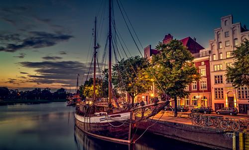 city light sunset sky water licht wasser ship sonnenuntergang himmel stadt lübeck schiff slta58