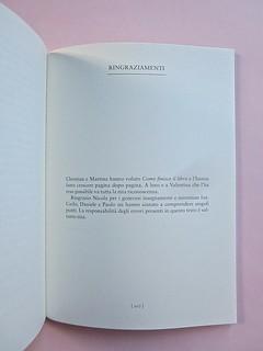 Come finisce il libro, di Alessandro Gazoia (Jumpinschark). minimum fax 2014. Progetto grafico di Riccardo Falcinelli. Pagina dei ringraziamenti: a pag. 207 (part.), 1