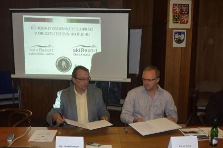 Skiresort ČERNÁ HORA - PEC podepsal spolupráci se svazkem obcí