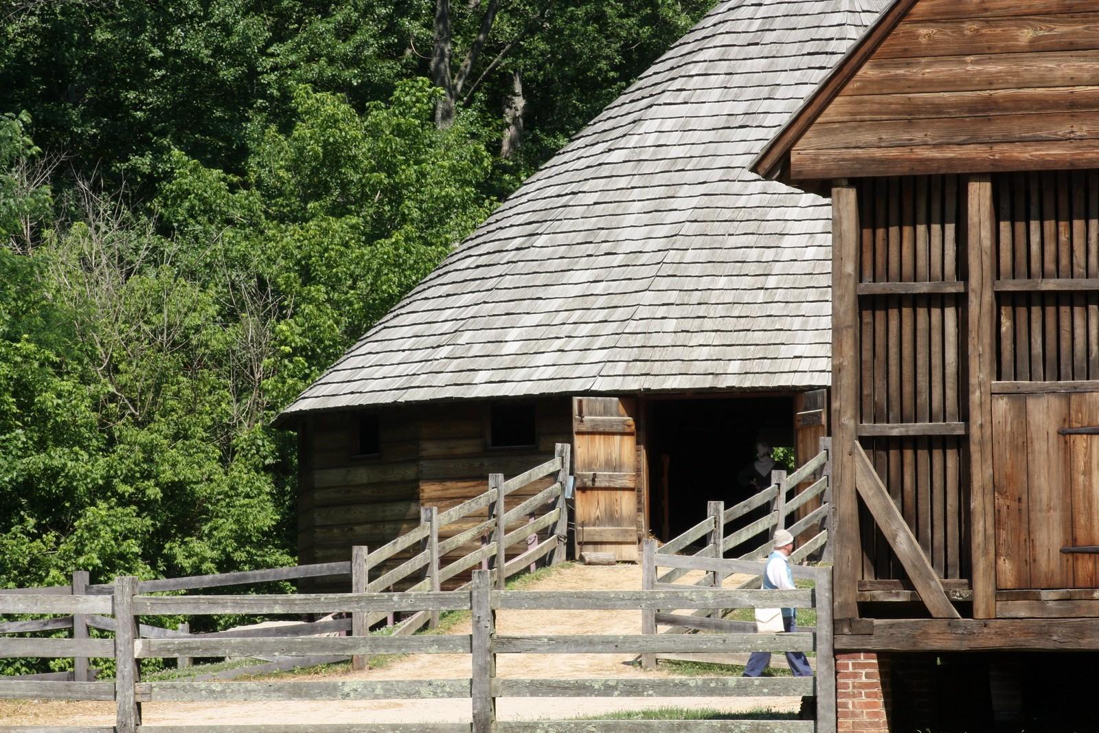 Mount Vernon 16 sided barn