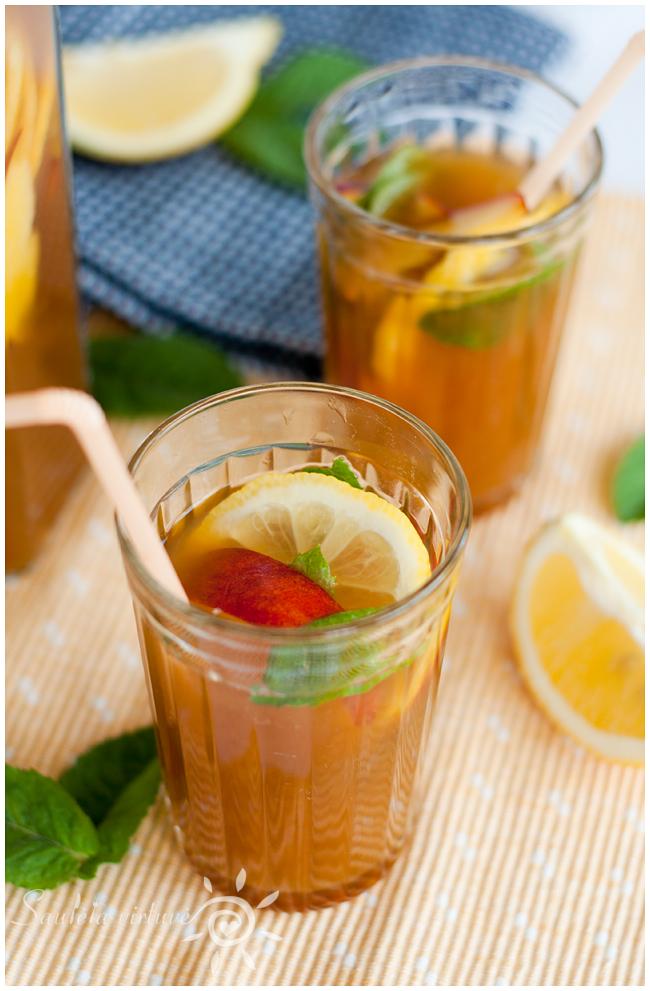 Šalta juodoji arbata su persikais (2)