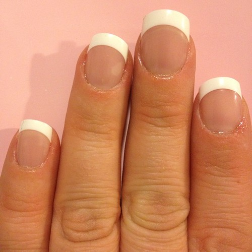 I've never been a fan of at home manicure kits, BUT the @KissProducts #everlastingfrench manicure went on easy and is holding up so far. Plus, they look pretty. #ad #sponsored #SpringVoxBox @influenster
