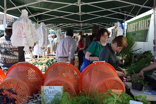 USDA Market News now offers reports with data from farmers markets, farmers auctions, and direct to consumer trends. USDA photo courtesy of Richard Tyner.