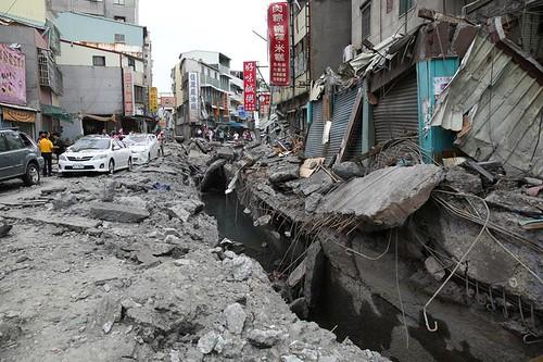 高雄三多路氣爆災區。圖片引自:林清華。