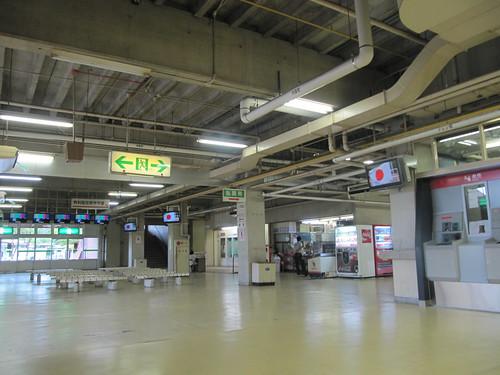 佐賀競馬場のスタンドの天井