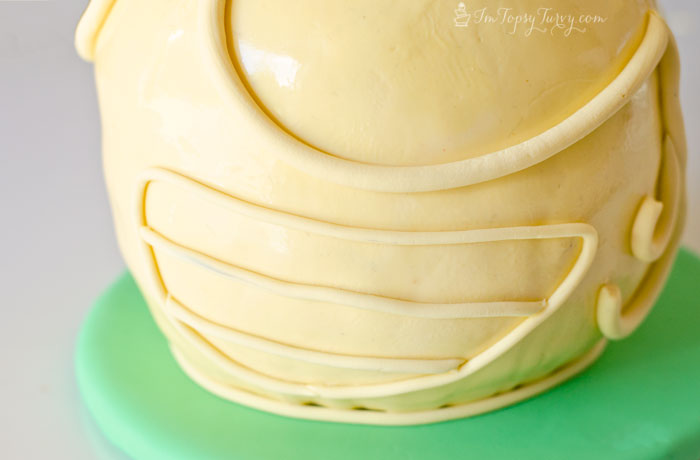 round-fondant-snitch-cake