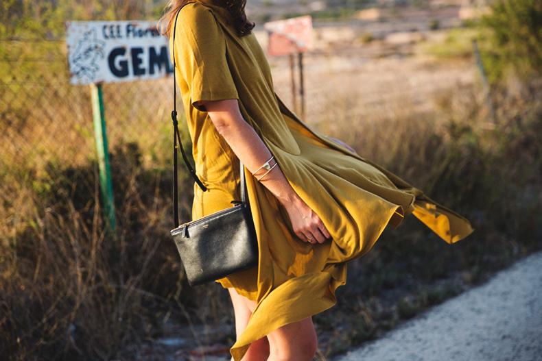 KHAKI_Dress-Trend-Snake_Sandals-36