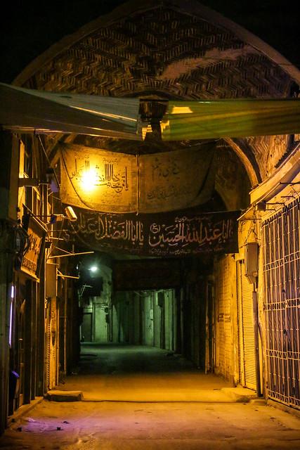 Bazaar alley way in the night, Isfahan イスファハン、夜のバザール路地