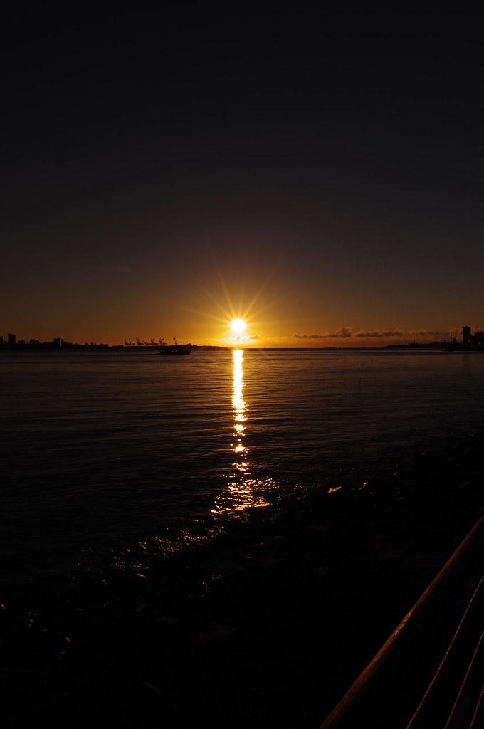 淡水日落雲隙光