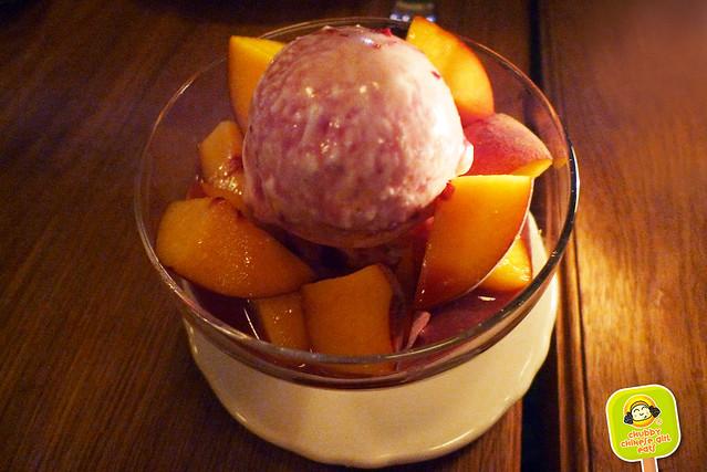 BAR PRIMI - peaches, fior di latte, sangria