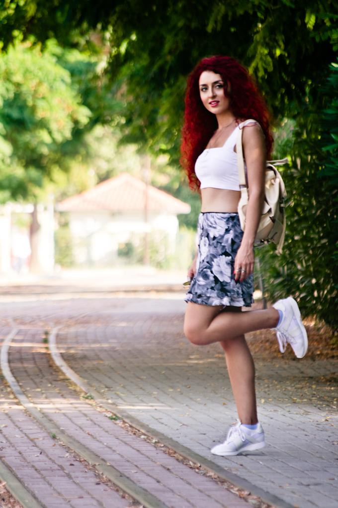 white sneakers (2)