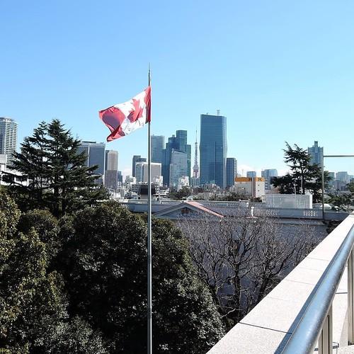 ビルの隙間から東京タワーが見えますね。 #lovecanada150