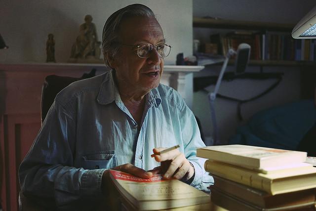 Olavo no escritório - Foto: Matheus Bazzo