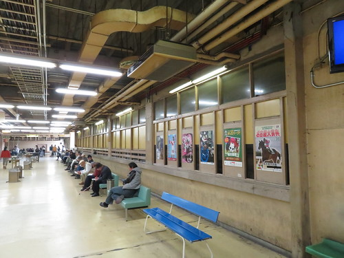佐賀競馬場スタンド1階第2投票所付近