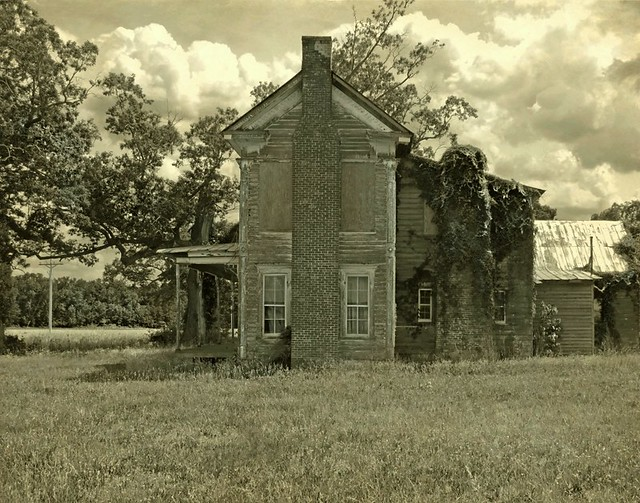 Left to Rot Away:  Abandoned Italianate/Federal House, Hertford County, North Carolina