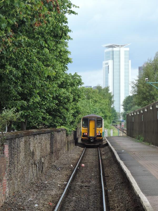 153 320, Bae Caerdydd (CDB)