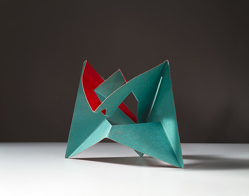 11_B.Munari,-Scultura-da-viaggio,-1958,-Edizione-Isetan-Tokyo-cartoncino-bicolore,-cm-30x30.-Courtesy-Fondazione-J.Vodoz-e-B.Danese.-Foto-Roberto-Marossi