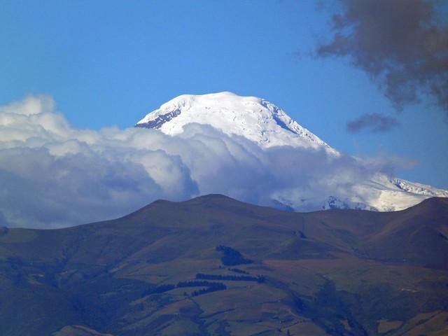Volcán desde El Panecillo (Quito, Ecuador)