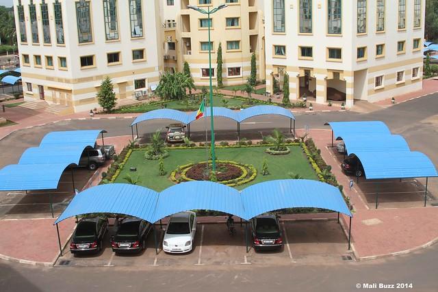 Le drapeau malien flottant dans la coté administrative de Bamako