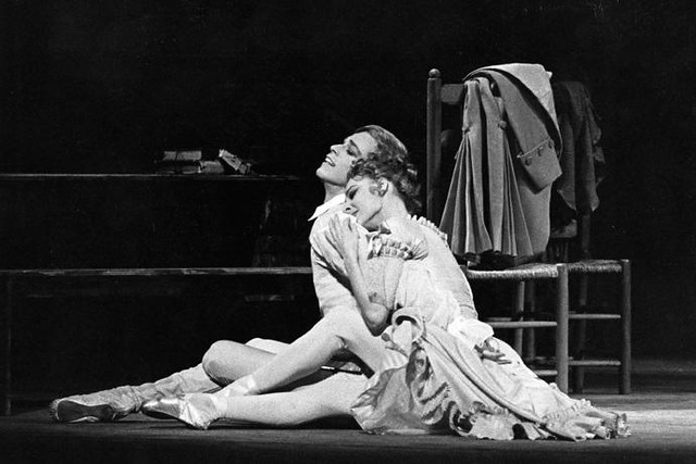 Antoinette Sibley as Manon and Anthony Dowell as Des Grieux in Manon © Leslie E. Spatt 1974