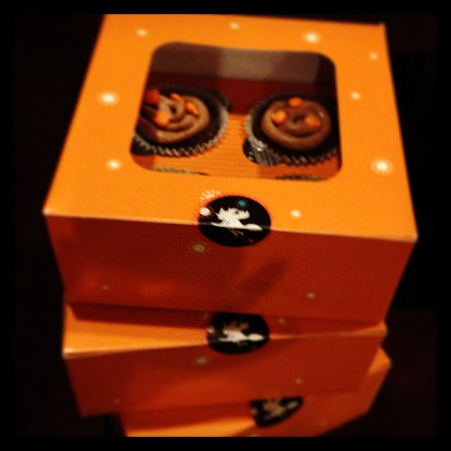 pumpkin spice cupcakes halloween treat boxes