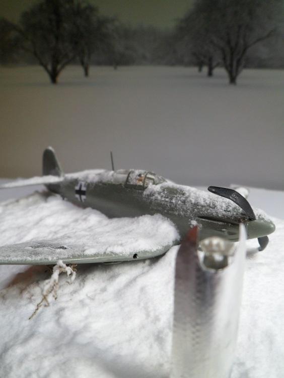 La Dame de la neige [Heinkel 112 B Heller 1/72] 14657108316_bcf7494e8a_o