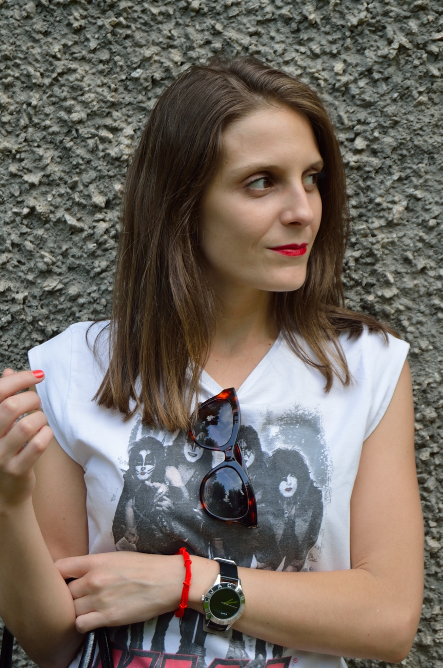 lara-vazquez-mad-lula-fashion-style-red-lips-easy-look