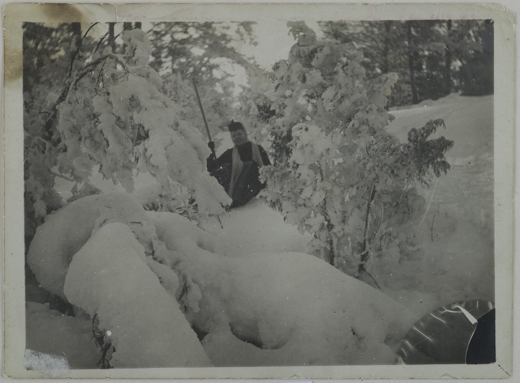 Mary Gallén skiing in Malmi, Helsinki, 1890; print 1 of the photograph.