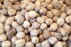 hazelnut(0.0), nuts & seeds(1.0), produce(1.0), food(1.0), nut(1.0), walnut(1.0),