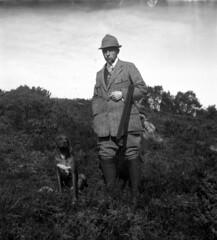 Andreas Moe med Jakthund (ca. 1910)