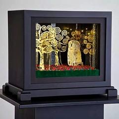 MARGARET OUCHIDA T'ode to Klimt.  A #boxanimation created for her solo show @gallery825 September 6th www.margaretouchida.com #klimt #art #artlosangeles #dtla #artist #color #supportyourlocalartists #artistsoninstagram #losangeles #losangelesart #laaa #pa